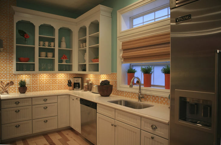 Kitchen backsplash decorated with handpaiinted terra nova mediterraneo tile